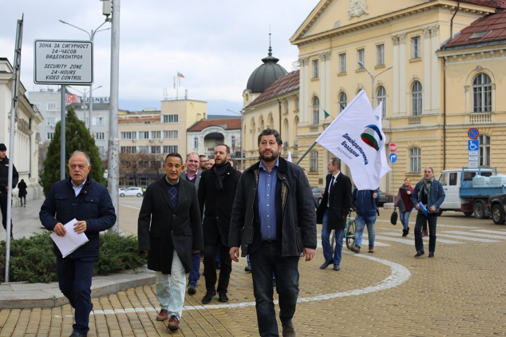 """Демократична България внесе законопроект срещу коалицията """"Лукойл"""""""