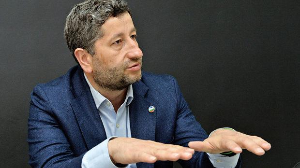 Христо Иванов: Управляват ни крадци на бъдеще