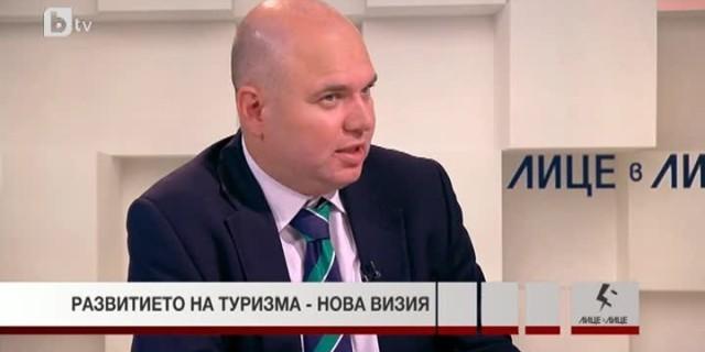 Владислав Панев: Управляващите и опозицията още си живеят в аналоговата епоха