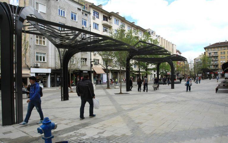 """Площад """"Славейков"""" - накъде след ремонта?"""