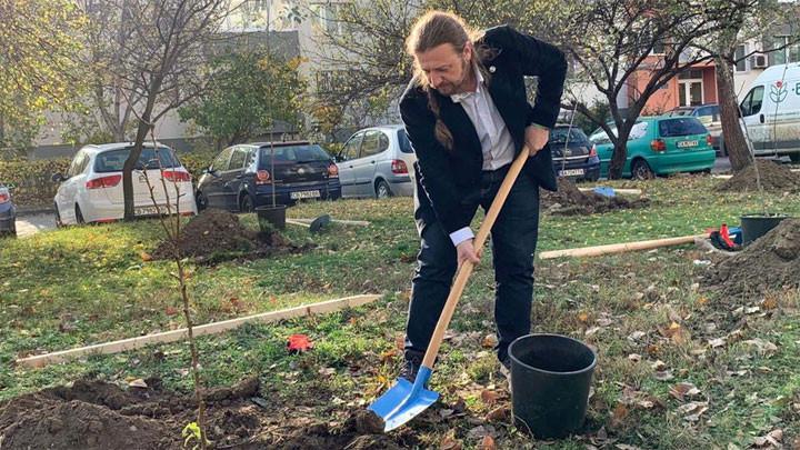 """На предколедна раздумка кметът на """"Слатина"""" пожела възраждане на читалище """"Отец Паисий"""""""