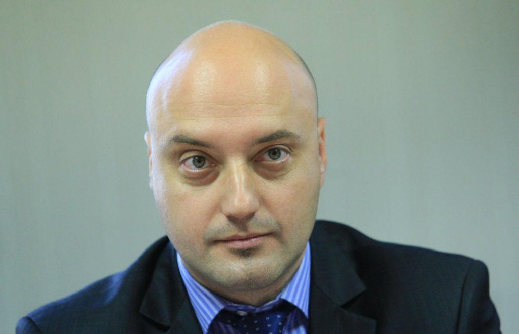 Доц. Атанас Славов: Трябва периодична преценка на извънредните мерки