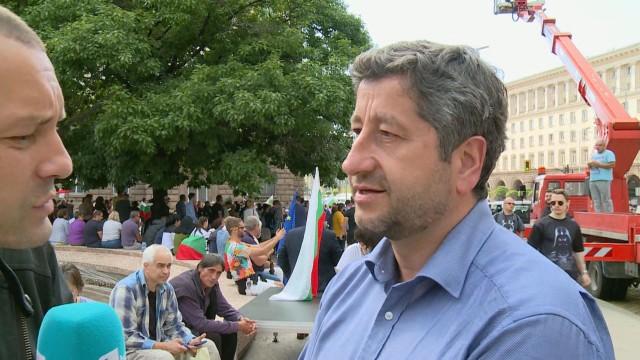Христо Иванов: Хората са на улицата заради погнусата, че може да има някой над закона