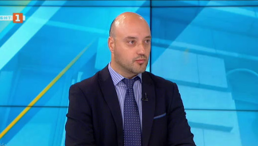 Доц. Славов: Протестите са символ за скъсана връзка между управляващите и гражданите