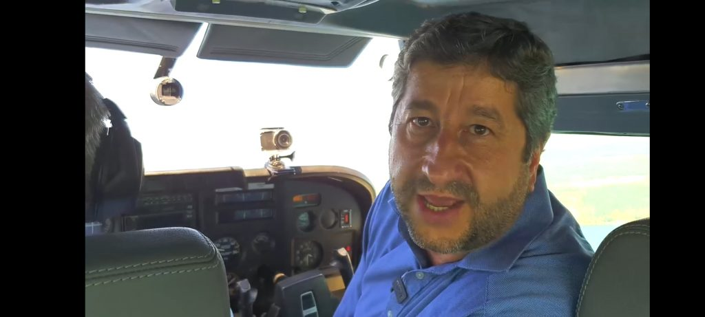 Христо Иванов лети с пилот Петър Гетов, след  последния изтекъл запис на Бойко Борисов