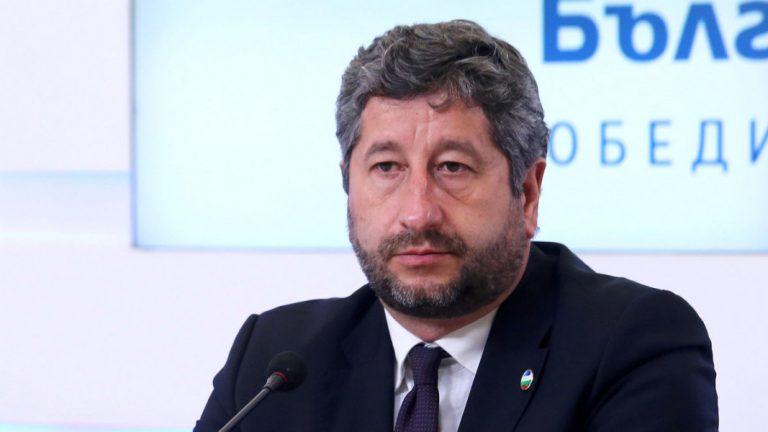 Христо Иванов с два нови сигнала за чекмеджето на Борисов