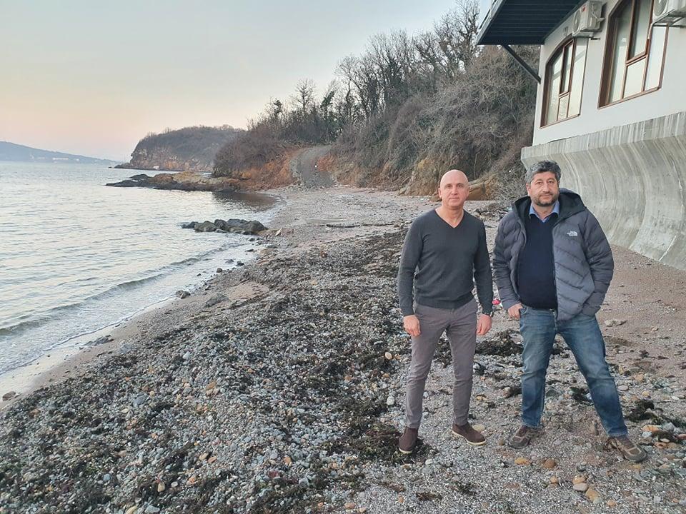 Половин година институциите мълчат законно ли е укрепването на брега на Росенец