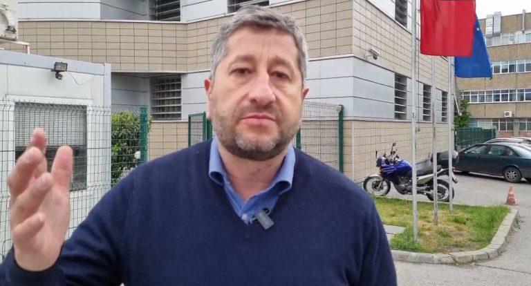 Христо Иванов: Поредното избиване на зъбите ли е подслушването на политици