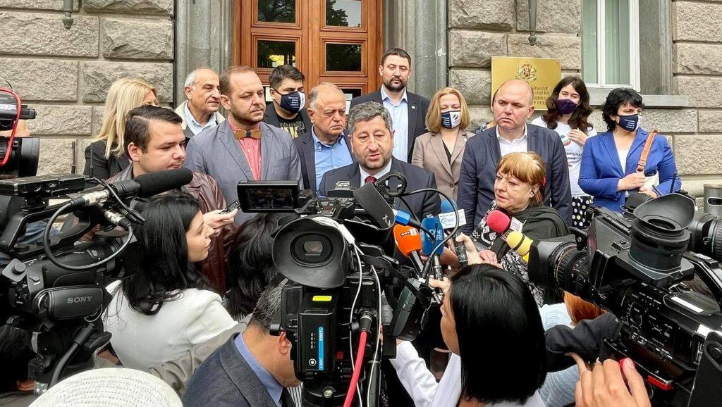 Демократична България се регистрира за изборите с електронни подписи