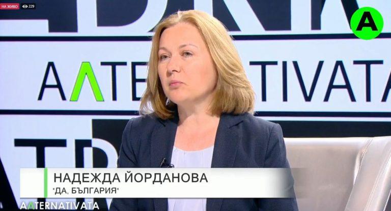 Надежда Йорданова: Виждам опити да се саботира машинното гласуване