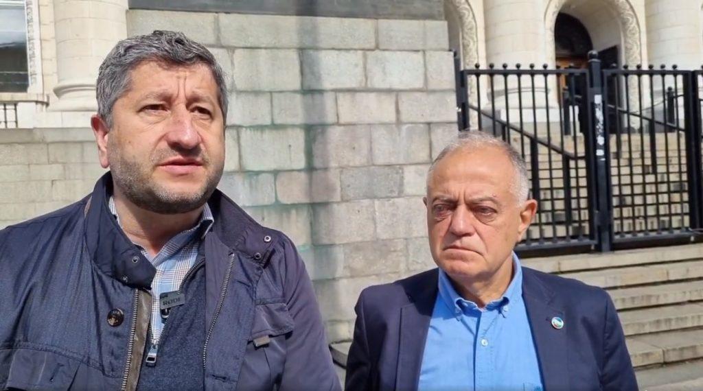 Демократична България: Пеевски, Борисов и Доган опитват чрез сплашване да си върнат контрола върху службите