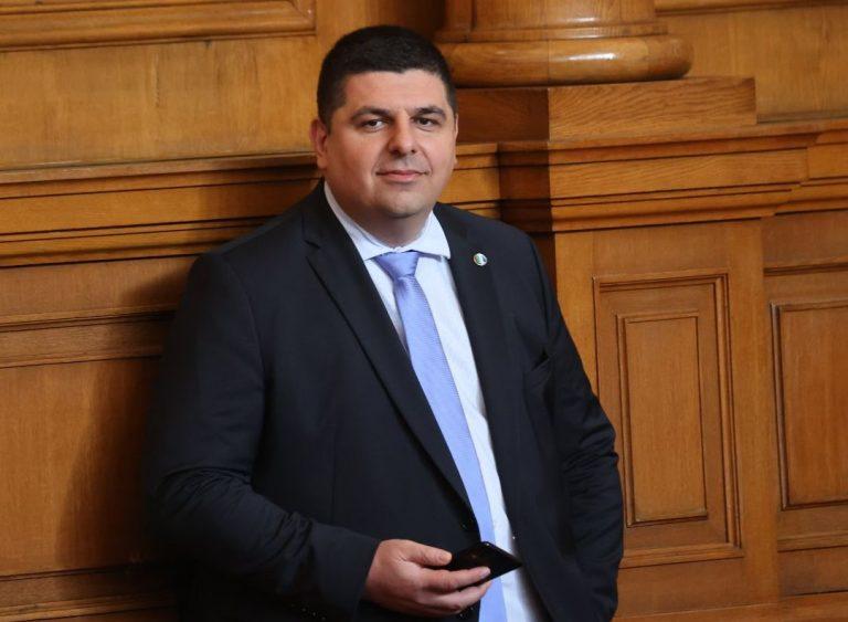 """""""Демократична България"""" предлага да се закрие Държавната петролна компания"""